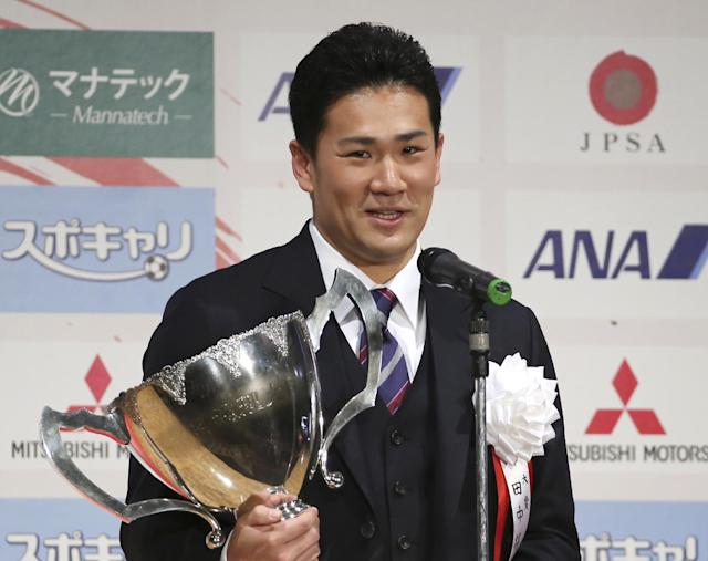 Japanese star pitcher Masahiro Tanaka of Rakuten Golden Eagles poses with his grand prix trophy during an awarding ceremony of the Japan Professional Sports Award in Tokyo, Friday, Dec. 27, 2013. All 30 major league teams have been notified that the 30-day period to sign the 25-year-old right-hander began at 1300 GMT Thursday, according to Major League Baseball spokesman Michael Teevan. Clubs have until 2200 GMT on Jan. 24 to attempt to reach an agreement with the ace. (AP Photo/Koji Sasahara)
