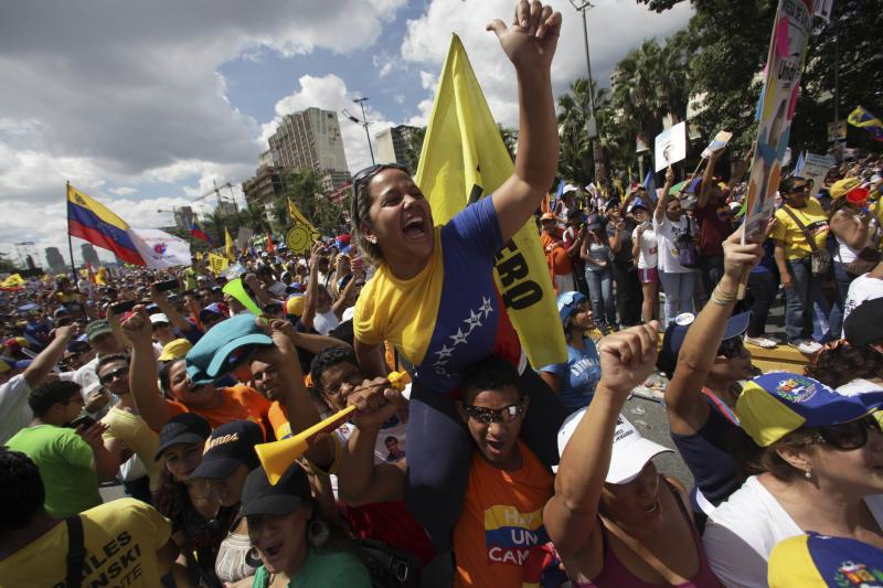 Supporters of opposition Presidential candidate Henrique Capriles cheer during a campaign rally in Caracas, Venezuela, Sunday, Sept. 30, 2012. Presidential elections in Venezuela are scheduled for Oct. 7.(AP Photo/Fernando Llano)