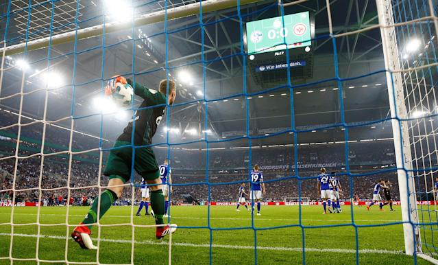 Soccer Football - DFB Cup - Schalke 04 vs Eintracht Frankfurt - Veltins-Arena, Gelsenkirchen, Germany - April 18, 2018 Schalke's Ralf Fahrmann looks dejected after Eintracht Frankfurt's Luka Jovic (not pictured) scored their first goal REUTERS/Leon Kuegeler DFB RULES PROHIBIT USE IN MMS SERVICES VIA HANDHELD DEVICES UNTIL TWO HOURS AFTER A MATCH AND ANY USAGE ON INTERNET OR ONLINE MEDIA SIMULATING VIDEO FOOTAGE DURING THE MATCH.