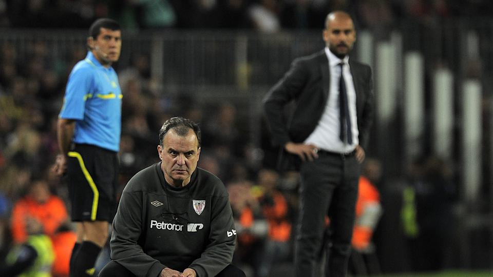 Leeds boss Marcelo Bielsa, then with Athletic Bilbao, and Pep Guardiola (Photo credit should read LLUIS GENE/AFP via Getty Images)