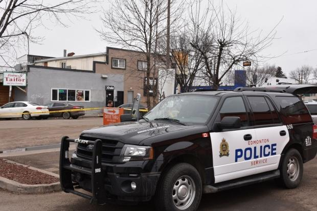 1 person killed after 'chaotic' shooting at Whyte Avenue area bar