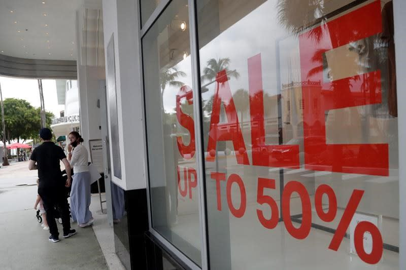 US consumer spending up 5.6%, but virus could stall gains