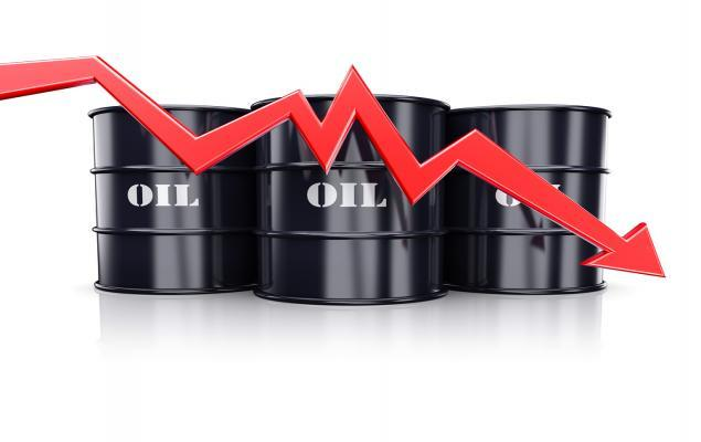 Crude Prices Drop Amid Surprise Growth in U.S. Stockpiles