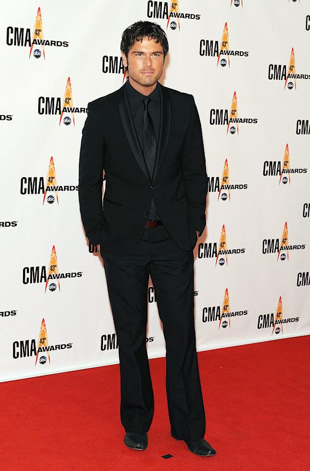 "Chuck Wicks  Grade: B+  The newly single country crooner looked sweaty and somber -- yet sexy -- in an all-black ensemble. Frederick Breedon/<a href=""http://www.gettyimages.com/"" target=""new"">GettyImages.com</a> - November 11, 2009"