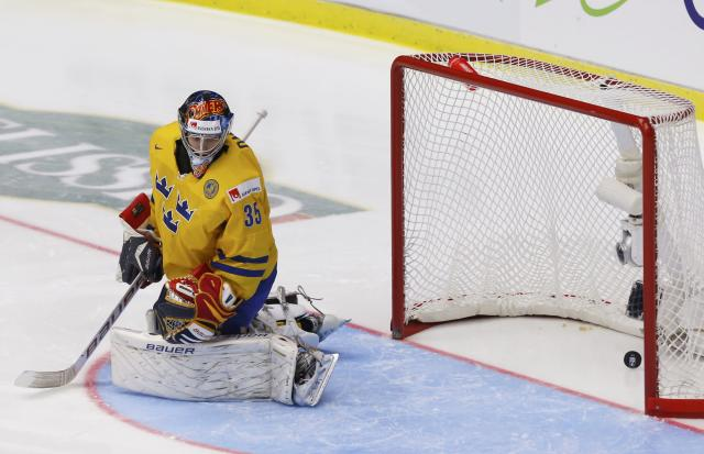 Sweden's goalie Oscar Dansk looks back at the puck after giving up a goal to Finland during the first period of their IIHF World Junior Championship gold medal ice hockey game in Malmo, Sweden, January 5, 2014. REUTERS/Alexander Demianchuk (SWEDEN - Tags: SPORT ICE HOCKEY)