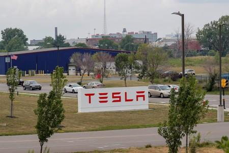 FILE PHOTO - Cars pass by the Tesla Inc. Gigafactory 2, which is also known as RiverBend, a joint venture with Panasonic to produce solar panels and roof tiles in Buffalo, New York