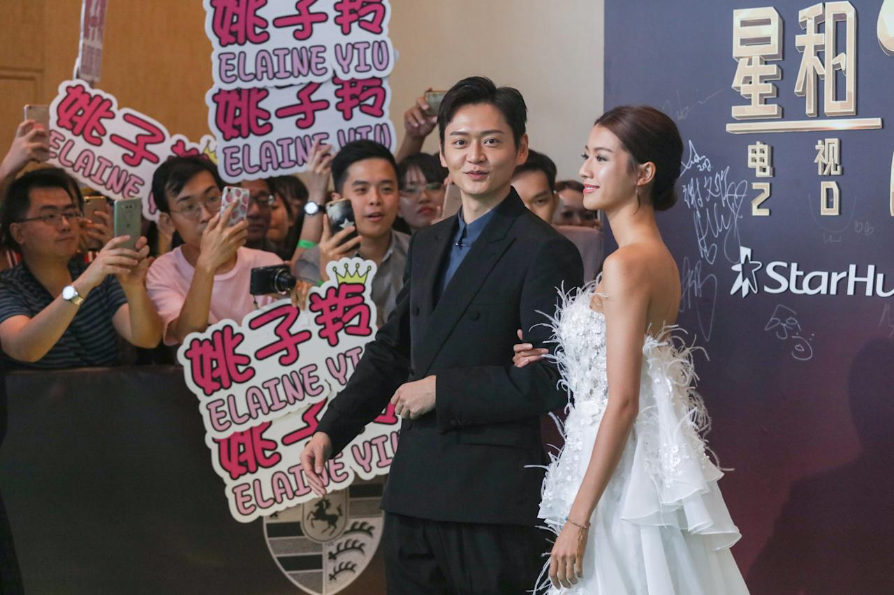 <p>Owen Cheung and Sisley Choi pose for photographers on the green carpet during their attendance at the StarHub TVB Awards 2017 at Marina Bay Sands Expo Hall. (Photo: Don Wong for Yahoo Lifestyle Singapore)</p>