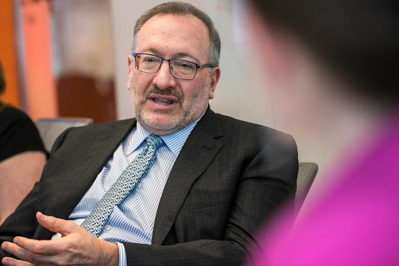 (Bloomberg) -- The lifeline thrown to Allergan Plc investors looks like a loss for one investing legend -- and a gain for another.Seth Klarman's Baupost Group stands to lose about $100 million based on AbbVie Inc.'s offer price for the botox maker. David Tepper's Appaloosa Management would gain about $87 million, according to regulatory filings.Baupost owned 4.8 million Allergan shares at the end of the first quarter at a cost basis of $208.61, data compiled by Bloomberg show. Under the deal announced Tuesday, investors in the company would get $188.24 a share in cash and stock.Klarman initiated the position by purchasing a $461 million stake in the first quarter of 2016. Back then, Allergan was on the verge of a merger with Pfizer Inc. That deal fell apart and the shares plunged 22% during the final nine months of 2016.Tepper's Appaloosa held a stake of 3.13 million shares in the first quarter at a cost basis of $160.61 a share.That gain didn't come easy. Over the last year, Tepper has waged an activist campaign against Allergan, calling for the company's board to separate the chairman and chief executive officer roles. Tepper has also been critical of the company's strategy.Representatives for Baupost and Appaloosa weren't immediately available to comment.To contact the reporter on this story: Brandon Kochkodin in New York at bkochkodin@bloomberg.netTo contact the editors responsible for this story: Alan Mirabella at amirabella@bloomberg.net, Vincent BielskiFor more articles like this, please visit us at bloomberg.com©2019 Bloomberg L.P.