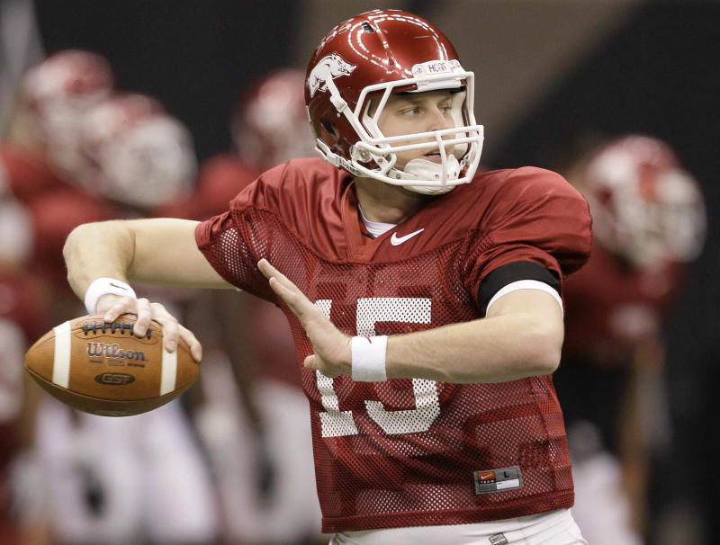 Arkansas quarterback Ryan Mallett prepares to throw to a receiver during a practice for the upcoming Sugar Bowl NCAA college football game against Ohio State in New Orleans, Friday, Dec. 31, 2010. (AP Photo/Patrick Semansky)