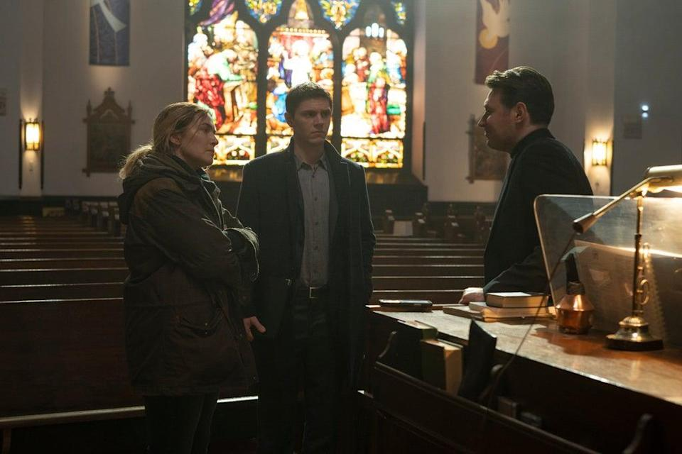 McArdle, right with Kate Winslet and Evan Peters in Mare of Easttown (© 2021 Home Box Office, Inc. Al)