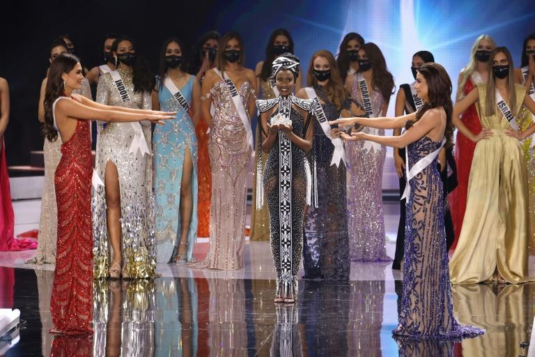 Miss Mexico Andrea Meza (L) and Miss Brazil Julia Gama (R) wait to hear who will be crowned Miss Universe 2021 in Hollywood, Florida