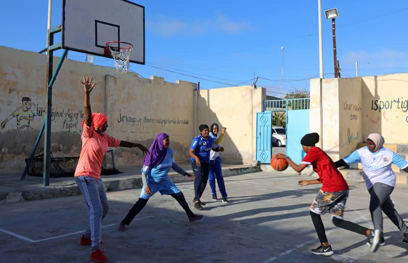 Somali women's basketball team defy prejudice, hostility