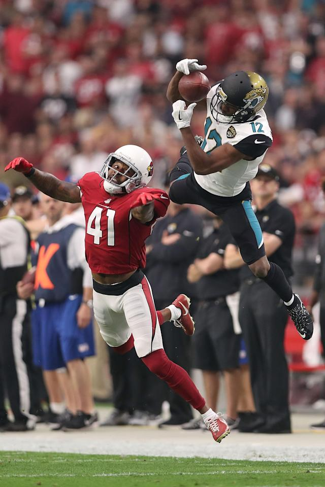 <p>Dede Westbrook #12 of the Jacksonville Jaguars is unable to complete the pass against Antoine Bethea #41 of the Arizona Cardinals in the first half at University of Phoenix Stadium on November 26, 2017 in Glendale, Arizona. (Photo by Christian Petersen </p>