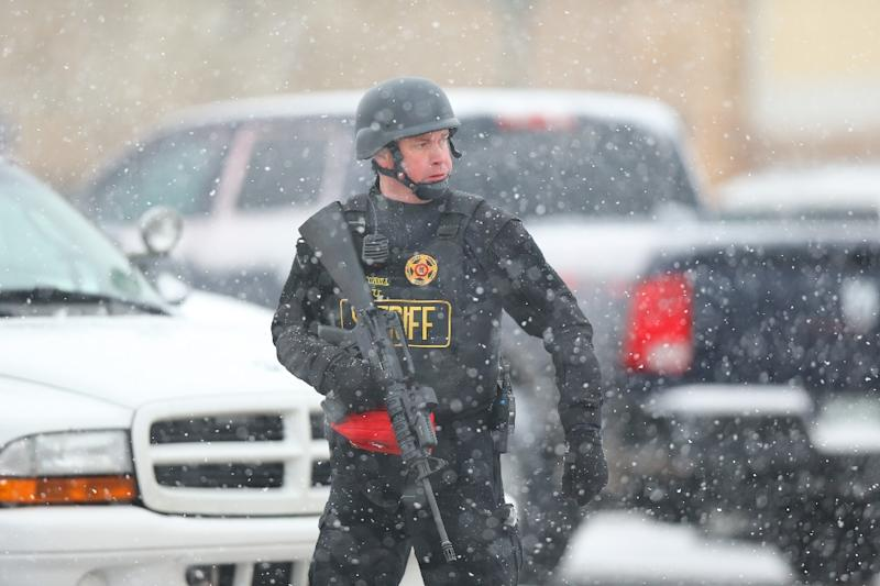 A member of the Colorado Springs sheriff's department secures the scene the the Planned Parenthood office on November 27, 2015 (AFP Photo/Justin Edmonds)