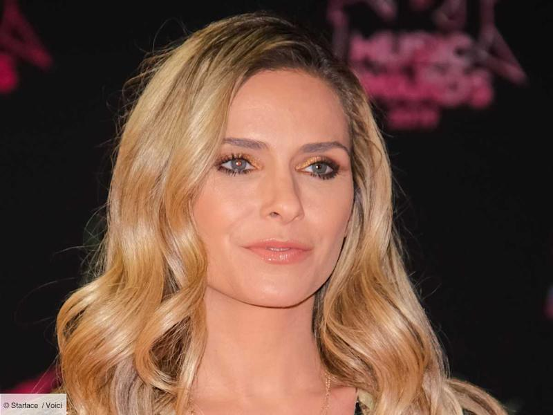 PHOTO Clara Morgane pose en sous-vêtements et porte-jarretelles