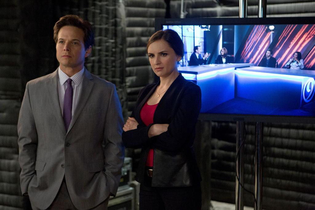 "Scott Wolf and Rachael Leigh Cook in the ""Perception"" episode, ""Blindness."""