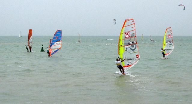 Competitors in the windsurfing World Cup sail at Turkmenistan's new Caspian Sea resort of Avaza on July 1, 2014 (AFP Photo/-)