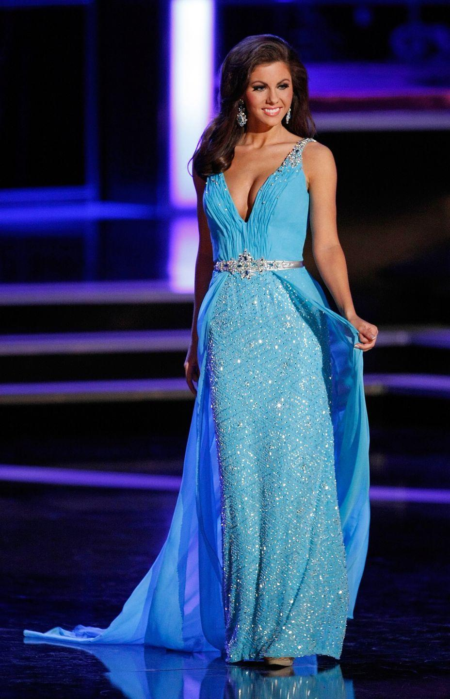 <p>Ellen Carrington of Tennessee was beautiful in blue in this belted number. </p>