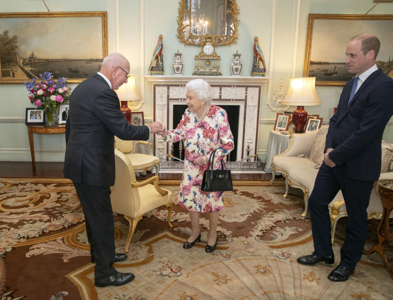 Britain's Queen Elizabeth II (C), accompanied by Britain's Prince William, Duke of Cambridge (R), receives the Governor-General designate of Australia, General David Hurley during an audience at Buckingham Palace in London on June 12, 2019 (Photo by Steve Parsons / POOL / AFP) (Photo credit should read STEVE PARSONS/AFP via Getty Images)