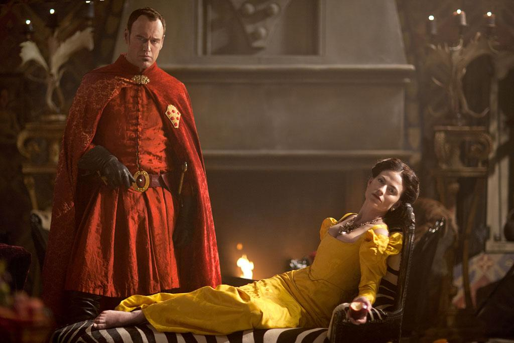 "Lorenzo Medici (Elliot Cowan) and Clarice Orsini (Lara Pulver) in ""Da Vinci's Demons"" on Starz."
