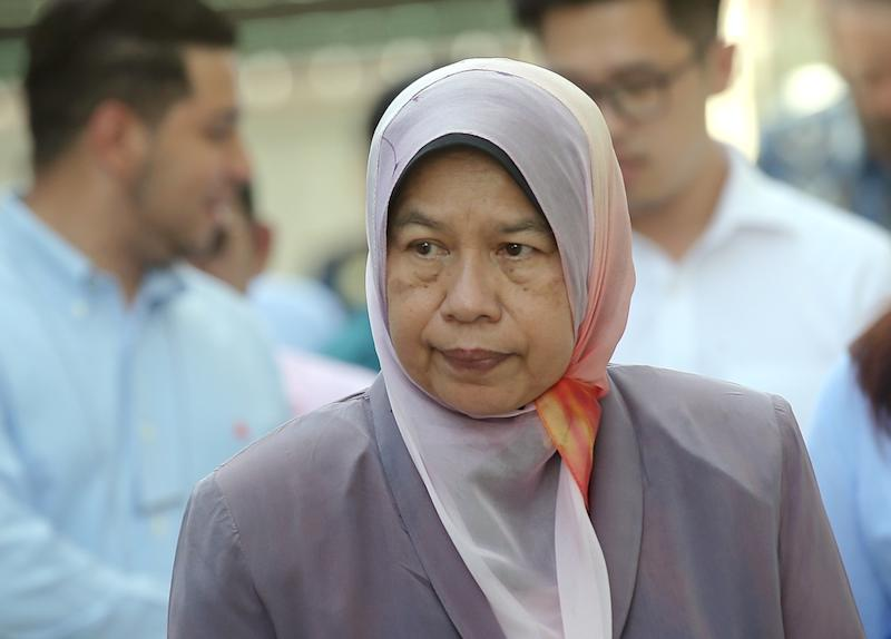 According to Zuraida, by signing the Solid Waste and Public Cleansing Management Act 2007, the state authorities can do away with handling waste collection and cleansing. — Picture by Farhan Najib