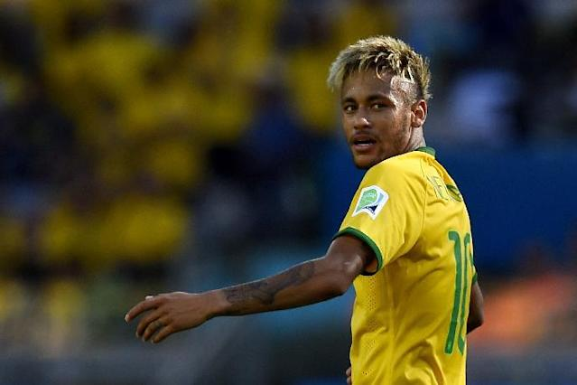 Brazil's forward Neymar looks on during the Round of 16 football match between Brazil and Chile at The Mineirao Stadium in Belo Horizonte on June 28, 2014 (AFP Photo/Fabrice Coffrini)