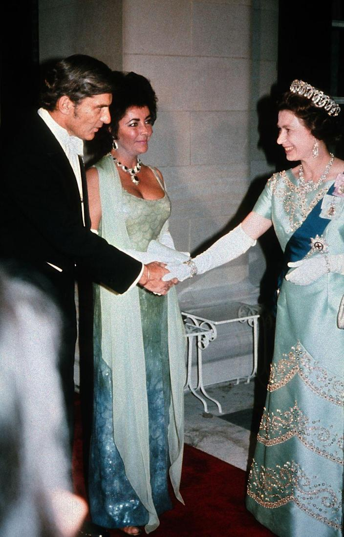 <p>Elizabeth met Elizabeth at a charity gala in 1976. The icons are basically twinning, from their dress colors down to their over-the-top jewelry, and I'm here for it.</p>