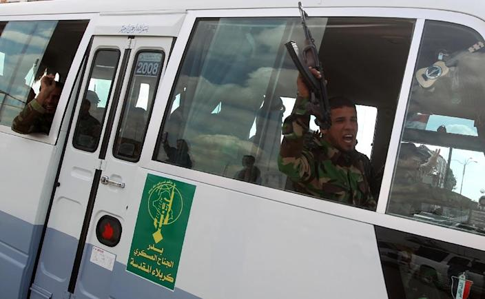 Iraqi Badr Shiite fighters from the Popular Mobilisation units head towards the city of Tikrit on March 22, 2015 (AFP Photo/Ahmad Al-Rubaye)