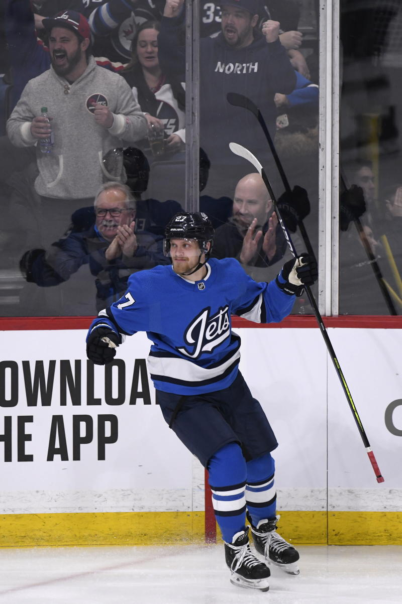 Jets jump into playoff position with 4-2 win over Coyotes