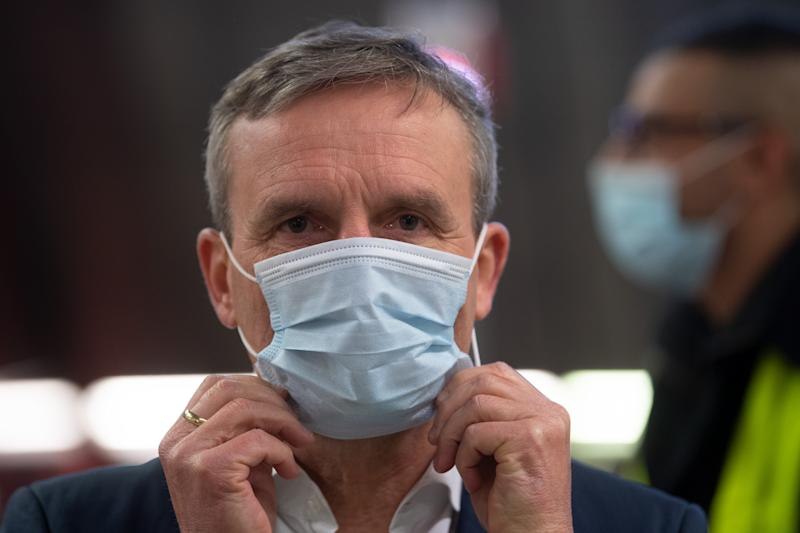20 April 2020, North Rhine-Westphalia, Duesseldorf: Thomas Geisel (SPD), Lord Mayor of Düsseldorf, puts on a face mask. The Rheinbahn in Düsseldorf distributed protective masks for their passengers in a so-called hygiene kit. Photo: Federico Gambarini/dpa (Photo by Federico Gambarini/picture alliance via Getty Images)