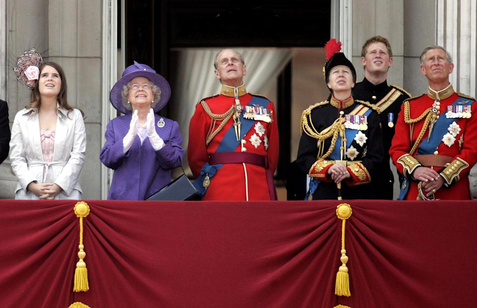 Britain's Queen Elizabeth (2nd L), her husband Philip, the Duke of Edinburgh (3rd L), Princess Anne (3rd R), Prince Harry (2nd R) and Prince Charles (R) watch a flypast of aircraft from the balcony at Buckingham Palace in central London June 17, 2006. Thousands of tourists and Londoners waited in soaring temperatures on Saturday to watch the Queen as she attended the annual Trooping the Colour ceremony this year to mark her 80th birthday.  REUTERS/Stringer  (BRITAIN)