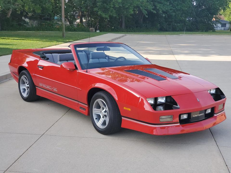 sunny weekend cruises await in a stunning 1990 chevy camaro iroc z stunning 1990 chevy camaro iroc z