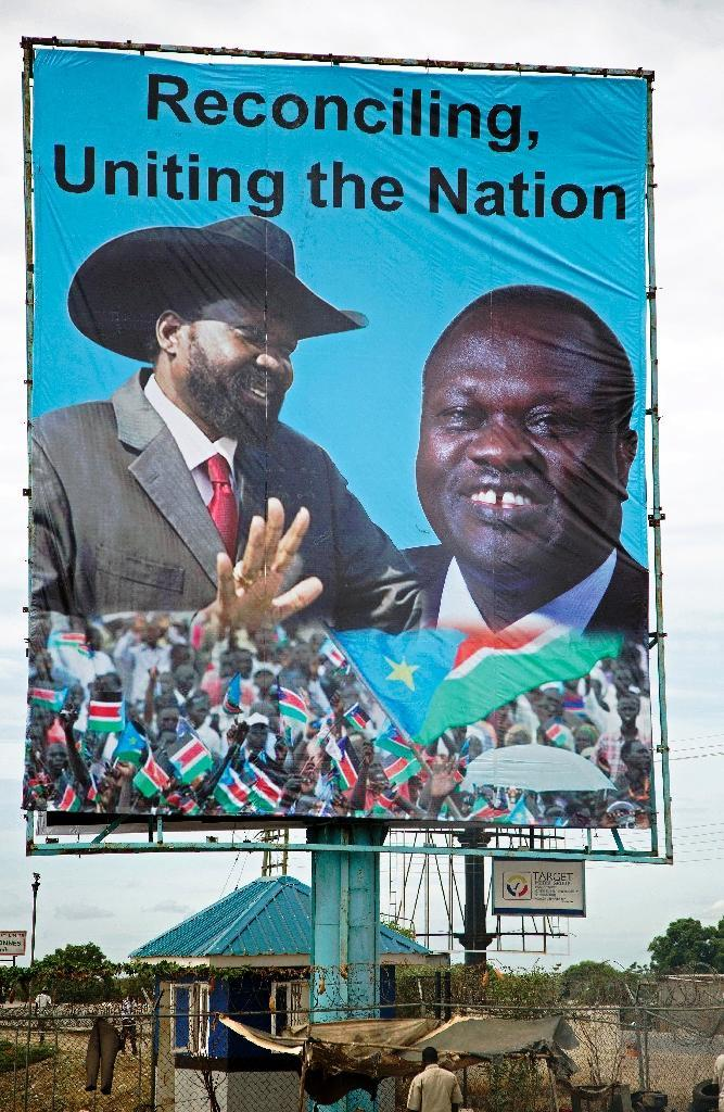 A billboard featuring portraits of the South Sudan's President Salva Kiir (L) and the opposition leader Riek Machar (R)is displayed in Juba, South Sudan, on April 14, 2016 (AFP Photo/Albert Gonzalez Farran)