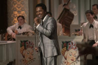 "En esta imagen difundida por Amazon Studios, Leslie Odom Jr. en una escena de ""One Night in Miami..."" (Patti Perret/Amazon Studios via AP)"