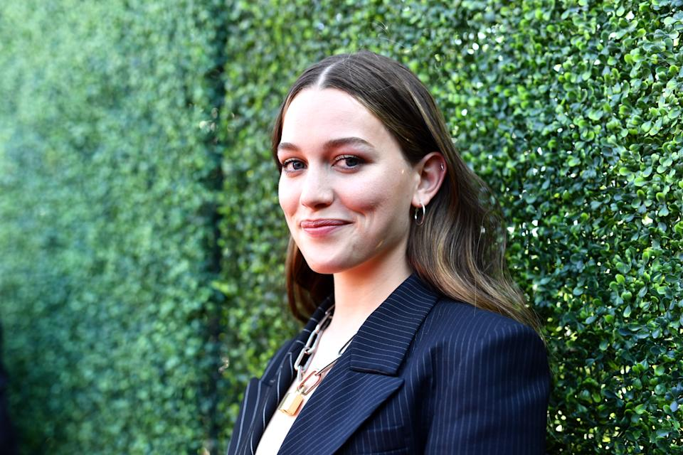 SANTA MONICA, CALIFORNIA - JUNE 15: Victoria Pedretti attends the 2019 MTV Movie and TV Awards at Barker Hangar on June 15, 2019 in Santa Monica, California. (Photo by Emma McIntyre/Getty Images for MTV)