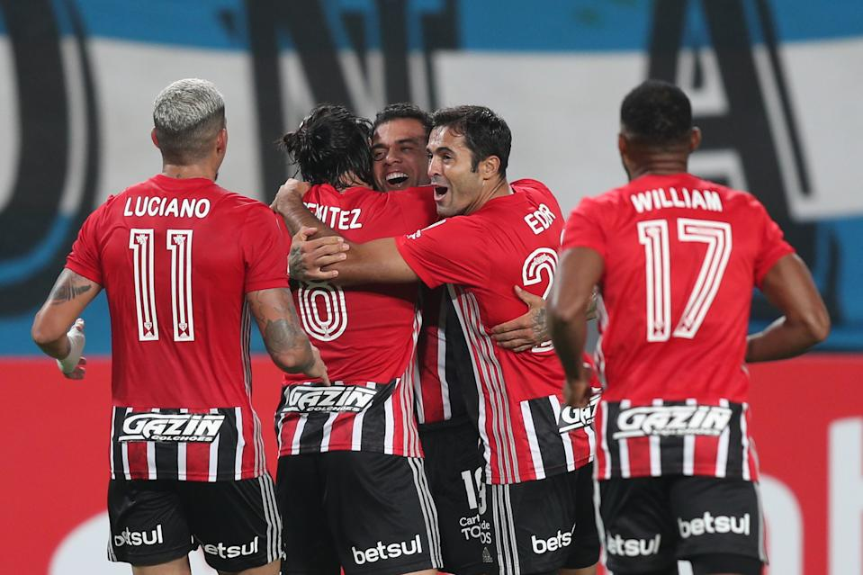 LIMA, PERU - APRIL 20: (EDITOR'S NOTE: alternate crop) Martin Benitez of Sao Paulo celebrates with teammates after scoring the second goal of his team during a match between Sporting Cristal and Sao Paulo as part of Group E of Copa CONMEBOL Libertadores 2021 at Estadio Nacional de Lima on April 20, 2021 in Lima, Peru. (Photo by Martin Mejia - Pool/Getty Images)