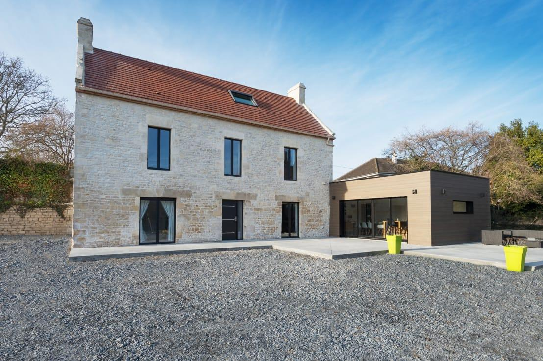 "<p>On the outside, the traditional <a rel=""nofollow"" href=""https://www.homify.co.uk/rooms/houses-style-country"">country house</a> perfectly retained its authentic look with a natural stone façade, sleek silhouette and red roof with two chimneys on the gable sides. Changes to the structure included the enlargement of windows, adding contemporary insulation and building a brand-new structure (on the right) complete with flat roof and all.</p>  Credits: homify / Eline Sango Architetcure"