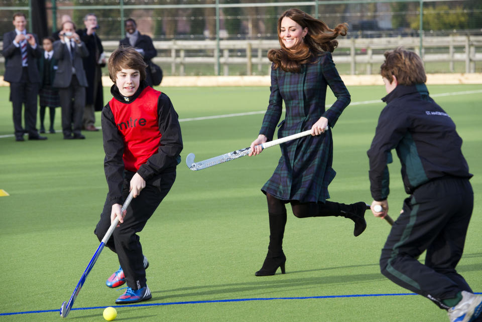 Britain's Catherine, Duchess of Cambridge, plays hockey during a visit to her former preparatory school St. Andrew's, which she attended from 1986 to 1995, near Pangbourne in Berkshire, southern England November 30, 2012.   REUTERS/Arthur Edwards/Pool (BRITAIN - Tags: ENTERTAINMENT EDUCATION ROYALS)