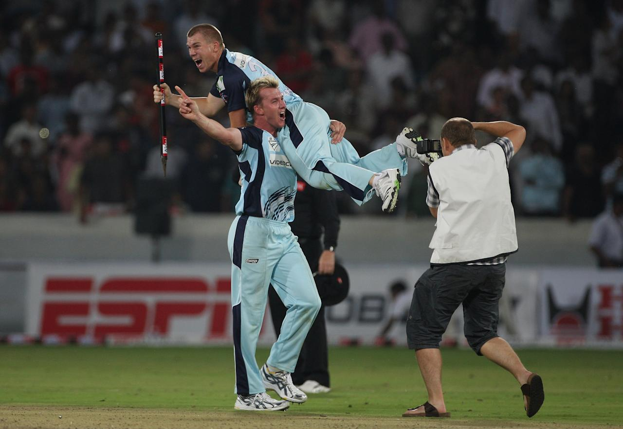 HYDERABAD, INDIA - OCTOBER 23:  Blues bowler Brett Lee Hoists David Warner up at the end of the Airtel Champions League Twenty20 Final between NSW Blues and Trinidad and Tobago at the Rajiv Ghandi International stadium on October 23, 2009 in Hyderabad, India.  (Photo by Stu Forster - GCV/GCV via Getty Images)
