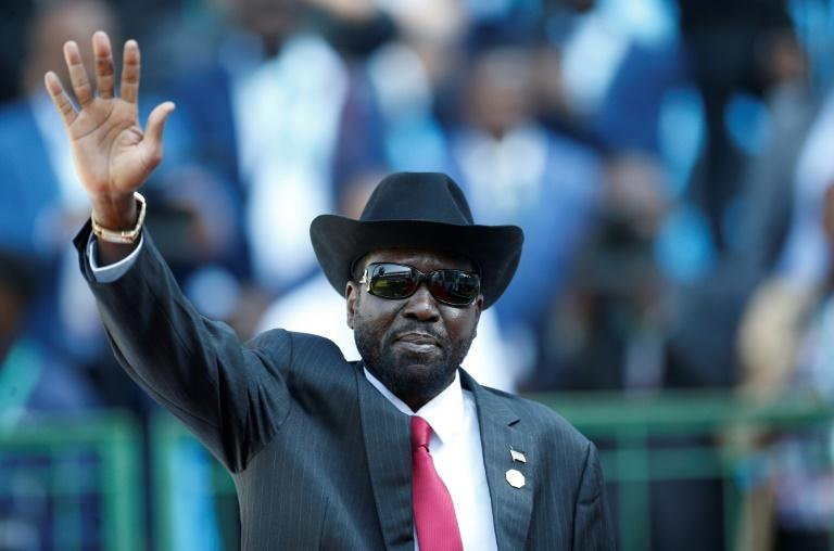The peace deal calls for a unity government between South Sudan President Salva Kiir (C) and rival Riek Machar