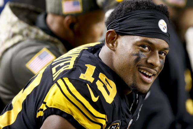 "<a class=""link rapid-noclick-resp"" href=""/nfl/players/30175/"" data-ylk=""slk:JuJu Smith-Schuster"">JuJu Smith-Schuster</a> will be sideline support on Sunday night (AP Photo/Keith Srakocic)"