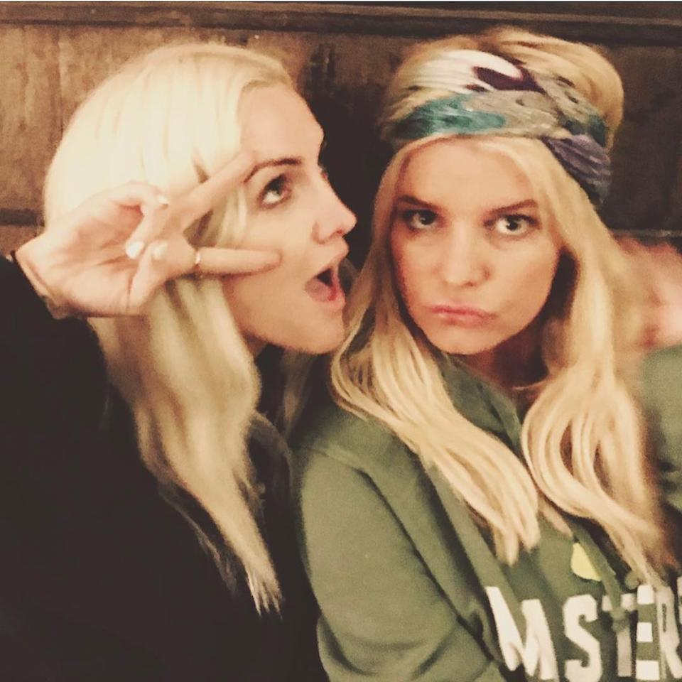 """<p>The singer kept it simple with her post in honor of younger sis Ashlee Simpson Ross: <a rel=""""nofollow"""" href=""""https://www.instagram.com/p/BSuKnM7A2Wk/?taken-by=jessicasimpson&hl=en"""">""""Darn, I love my sister,""""</a> she wrote. (Photo: Jessica Simpson via Instagram) </p>"""