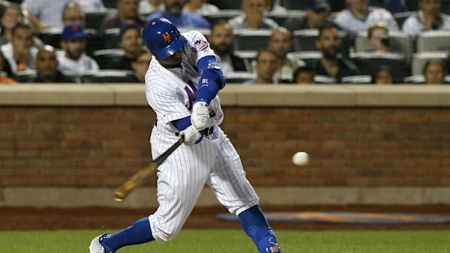 Rajai Davis' three-run double helped the New York Mets beat the Los Angeles Dodgers.