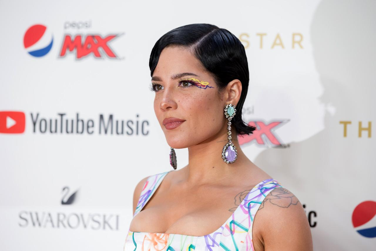 Keeping her hairstyle simple, Halsey jazzed up this look with a colorful cat-eye look.