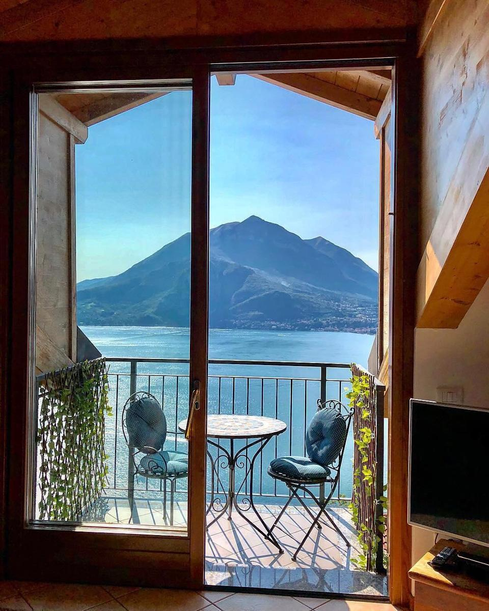 <p>Airbnb hosts Alistair and Vicki own a seriously covetable apartment overlooking Lake Como and we're already looking up flights. <em>[Photo: Airbnb]</em> </p>