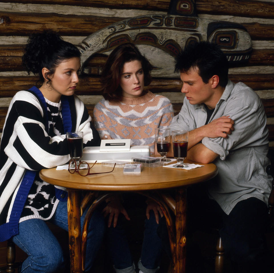 TWIN PEAKS - Gallery - Shoot Date: November 30, 1989. (Photo by Walt Disney Television via Getty Images Photo Archives/Walt Disney Television via Getty Images)SHERYL LEE;LARA FLYNN BOYLE;JAMES MARSHALL