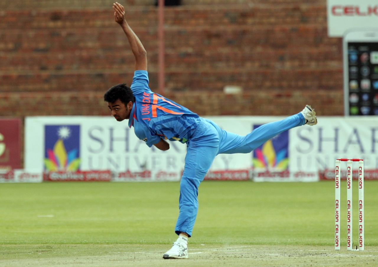 Indian bowler Jaidev Unadkat throws the ball during the final game of the 5 match cricket ODI series between Zimbabwe and India at the Queens Sports Club in Harare, on August 3, 2013. AFP PHOTO / JEKESAI NJIKIZANA        (Photo credit should read JEKESAI NJIKIZANA/AFP/Getty Images)
