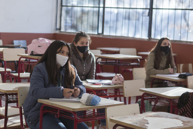 "MONTEVIDEO, URUGUAY - JUNE 29 : Students wearing protective masks in class at the ""Dámaso Antonio Larrañaga"" public high school during the first day of the final phase of the gradual process to reopen schools on June 28, 2020 in Montevideo, Uruguay. Schools will impose strict social distancing measures and assistance is voluntary. Department of Treinta y Tres and border city of Rivera, postponed the return to school due to recent positive cases. (Photo by Ernesto Ryan/Getty Images)"