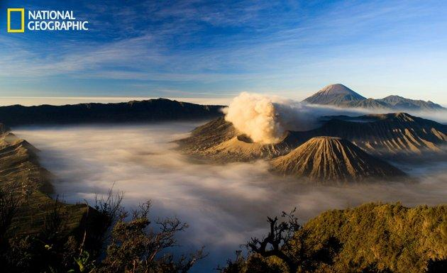 Il Mount Bromo in Indonesia alle 5:30 del mattino (Dwi Putra/National Geographic Your Shot)