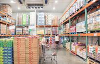 """<p><a href=""""https://www.thedailymeal.com/americas-best-supermarkets-2019?referrer=yahoo&category=beauty_food&include_utm=1&utm_medium=referral&utm_source=yahoo&utm_campaign=feed"""" rel=""""nofollow noopener"""" target=""""_blank"""" data-ylk=""""slk:Grocery stores"""" class=""""link rapid-noclick-resp"""">Grocery stores</a>, especially big box ones, are often overcrowded on the weekends. Go shopping on weekdays, preferably a Monday or Tuesday afternoon, and you won't have to deal with finding parking, long lines and scrambling for the best deals.</p>"""